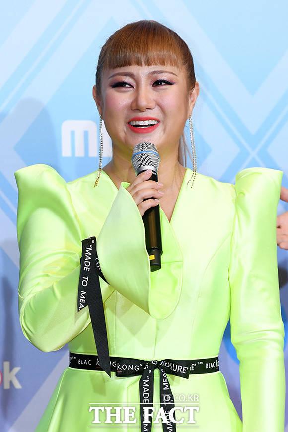 개그우먼 박나래가 웹 예능 '헤이지니'에 출연해 수위높은 행동과 발언으로 여론의 뭇매를 맞았다. /더팩트 DB