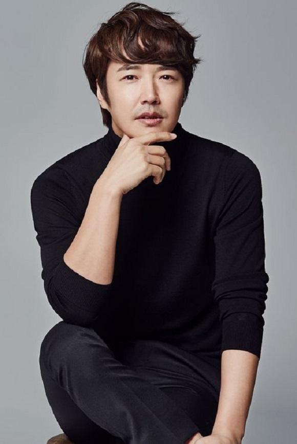 배우 전문 매니지먼트사 웅빈이엔에스는 배우 윤상현과 전속계약을 체결했다고 6일 밝혔다. /웅빈이엔에스 제공