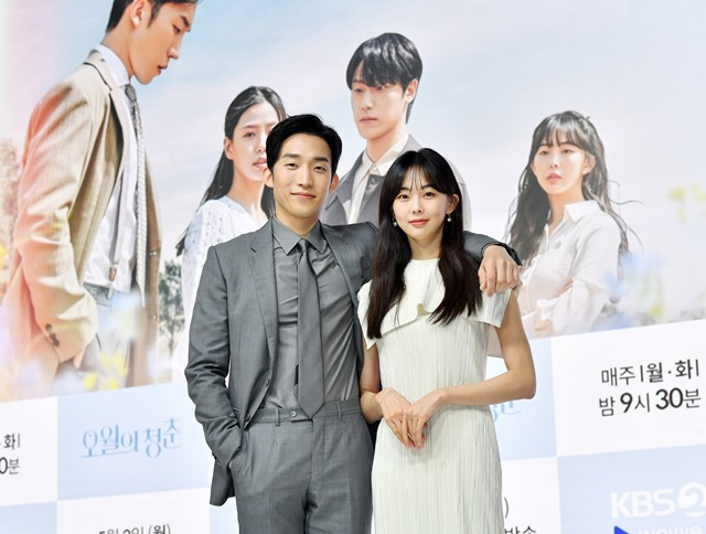 배우 이상이와 금새록(오른쪽)이 KBS2 새 월화드라마 '오월의 청춘'을 통해 남매로 호흡을 맞춘다. /KBS2 제공