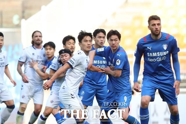 K리그1 선두 전북을 추격하는 2위 울산과 3위 수원이 16일 16라운드에서 격돌, 승패에 관심이 모아지고 있다./K리그 제공