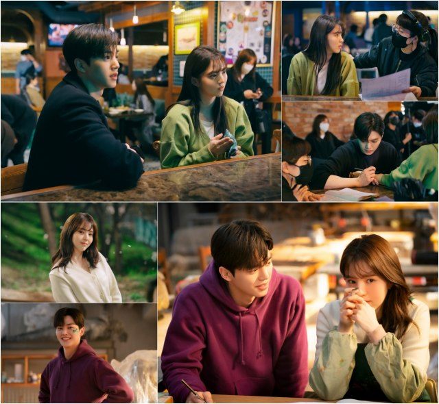 JTBC 새 토요드라마 '알고있지만,' 한소희 송강 커플이 촬영장 비하인드 사진에서도 '케미'를 자랑해 눈길을 끌었다. /JTBC스튜디오 제공