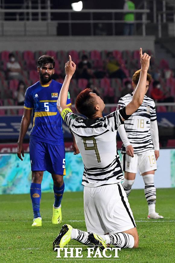 9일 오후 경기도 고양시 일산서구 고양종합운동장에서 '2022 카타르 월드컵 아시아지역 2차 예선' 대한민국과 스리랑카의 경기가 열린 가운데 김신욱이 페널티킥을 성공시킨 후 기뻐하고 있다. /고양종합운동장=남용희 기자