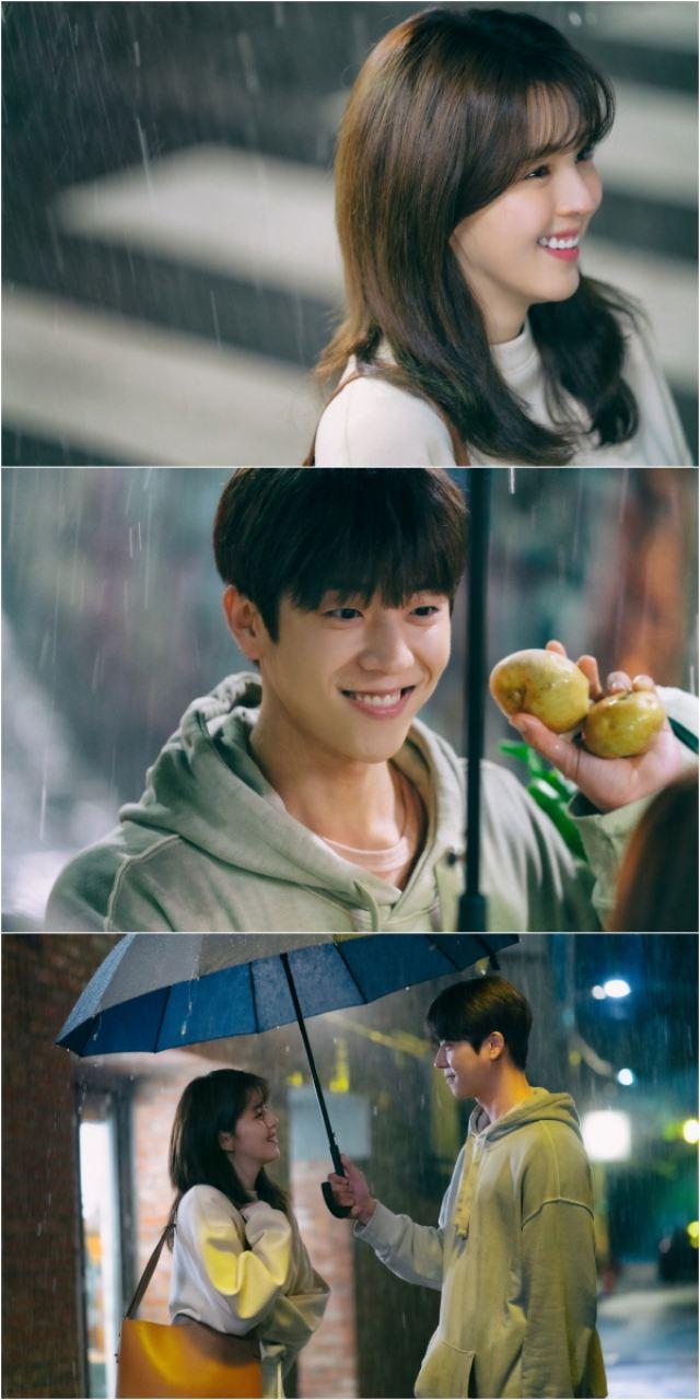 JTBC 새 토요드라마 '알고있지만' 한소희와 채종현의 투샷을 담은 스틸컷이 공개됐다. 제작진은 한소희 송강의 '케미'와는 또 다른 매력을 보여줄 것이라고 예고했다. /JTBC 제공