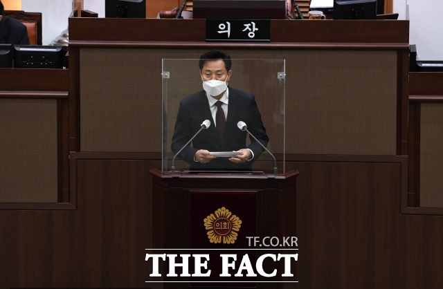 서울시의회 시의원 중 한 명이 코로나19 밀접접촉자로 분류돼 10일 오후에 열릴 예정이었던 본회의가 5일 뒤로 연기됐다. /임세준 기자
