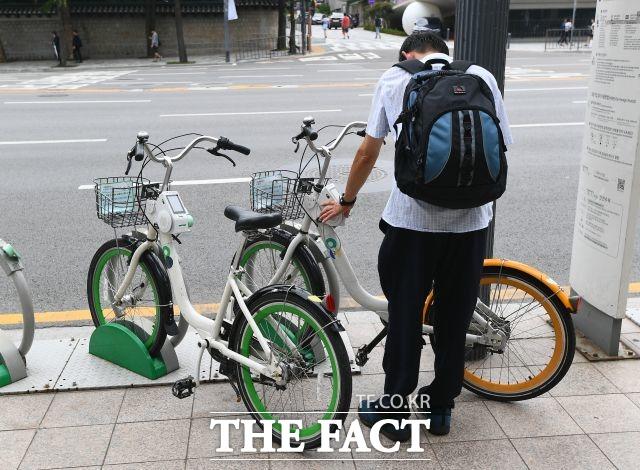 서울시가 공공자전거 따릉이의 이용 연령을 낮추는 내용을 포함한 조례 58개를 공포했다. /이동률 기자
