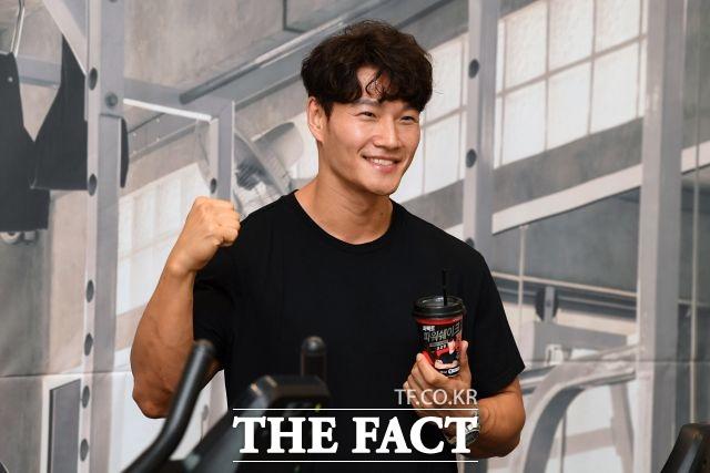 가수 김종국이 유튜브 채널 첫 달 수익을 기부한다고 밝혔다. /더팩트 DB