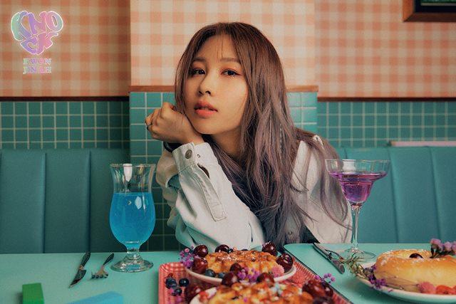 싱어송라이터 권진아가 새 싱글 'KNOCK (With 박문치)'의 콘셉트 포토를 오픈했다. /안테나 제공