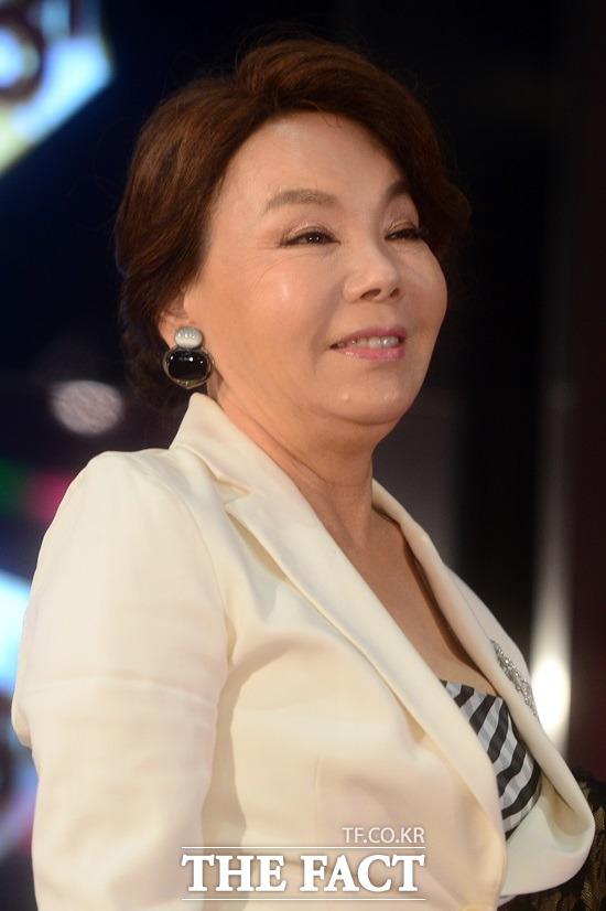 배우 김수미가 '김수미표 간장게장'을 최근 출시했다. 새로 선보인 '간장게장'은 tvN '수미네 반찬: 엄마가 돌아왔다'에서 소개돼 '밥도둑 반찬'으로 정평이 난 특급 레시피다. /더팩트 DB