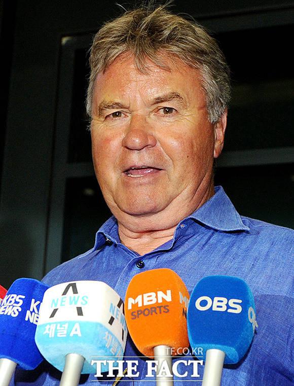 히딩크 감독은 2002년 4강 신화의 주역들로 구성된 '팀2002'의 감독을 맡아 K리그 올스타로 구성된 '팀2012'와 맞대결을 펼친다.