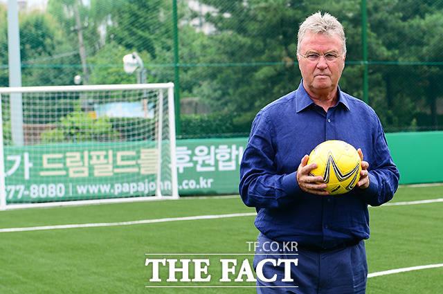 한국 대표팀 감독을 그만둔 이후에도 한국 축구 발전을 위해 다양한 활동을 한 히딩크 감독.