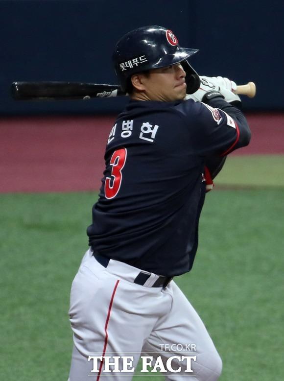 롯데 자이언츠의 외야수 민병헌(34)이 은퇴 후 치료에 전념한다. /뉴시스