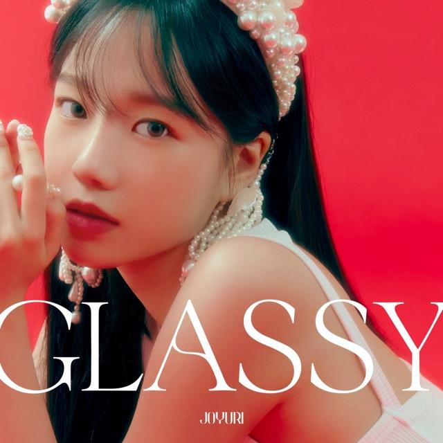 가수 조유리가 오늘(7일) 첫 번째 싱글앨범 'GLASSY'를 발매하며 홀로서기에 나선다. /웨이크원 제공